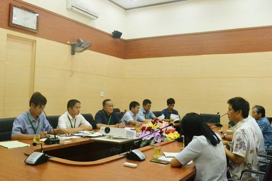 Lãnh đạo trường ĐHNL, ĐHH (phía tay trái) tại cuộc họp